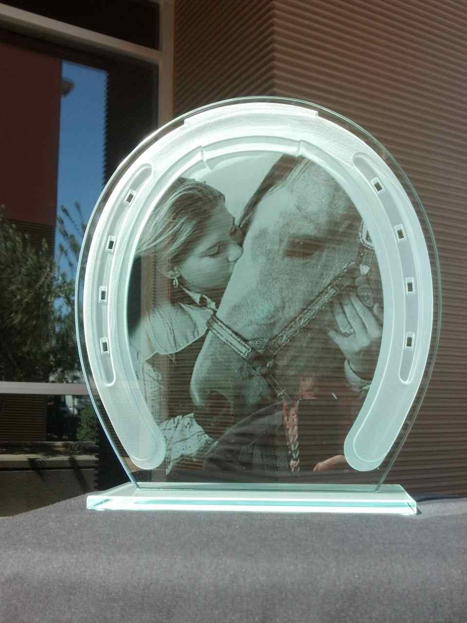 plaque horseshoe girl kissing horse wildlife picture photo resist - 2