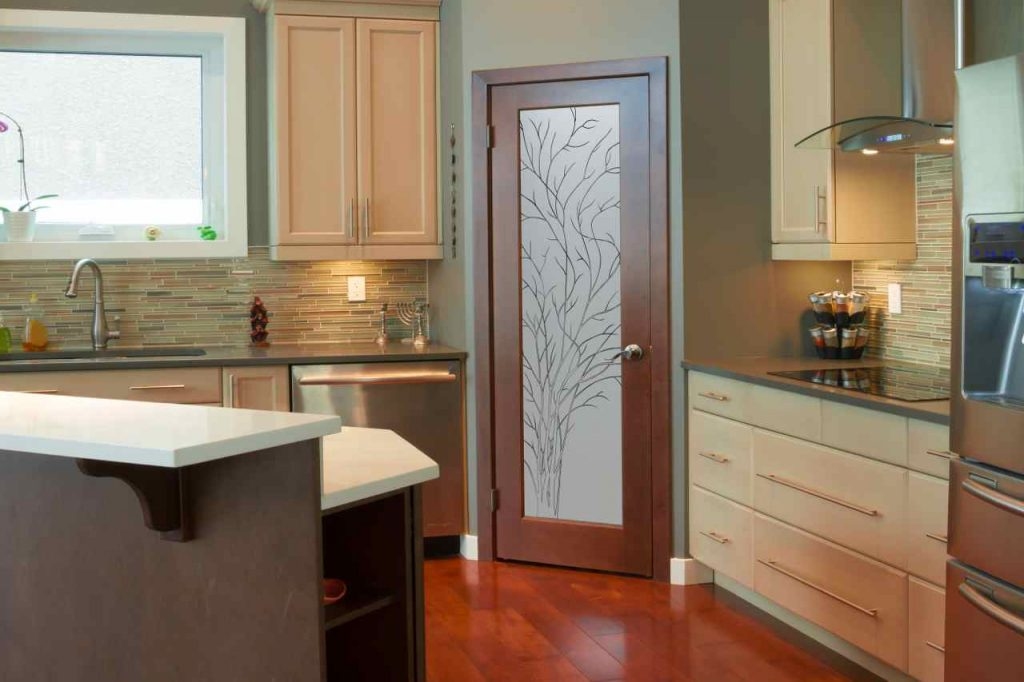 Kitchen pantry doors sans soucie art glass for Kitchen entrance door designs