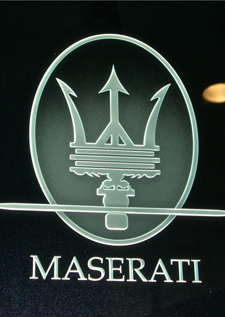 Maserati (similar look)